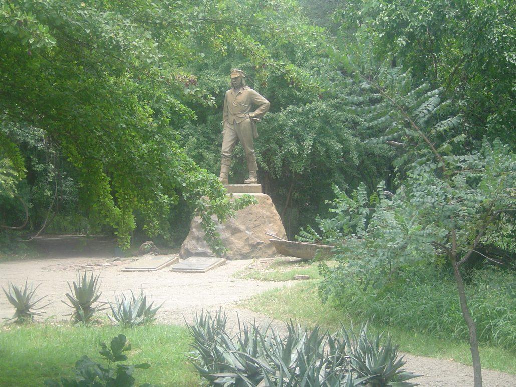 Resultado de imagen para cataratas victoria estatua de livingstone