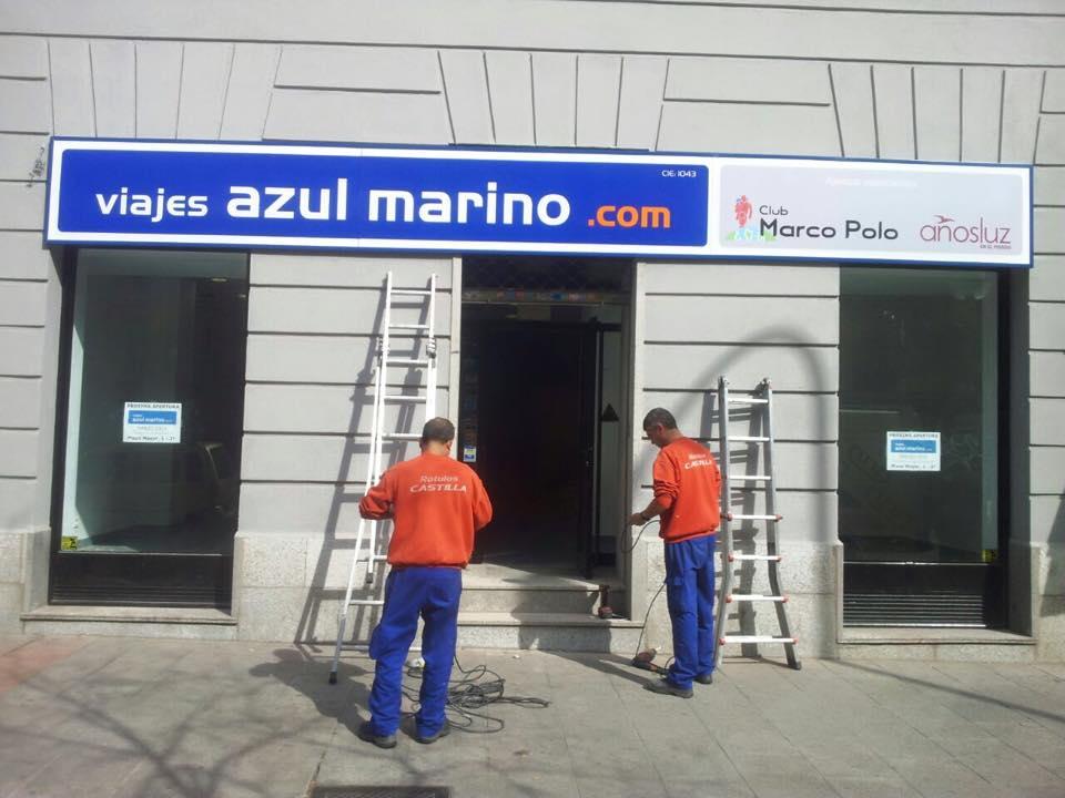 Nos trasladamos nueva oficina de viajes azul marino en for Viajes ecuador madrid oficinas